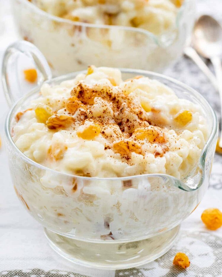 rice pudding in a glass bowl